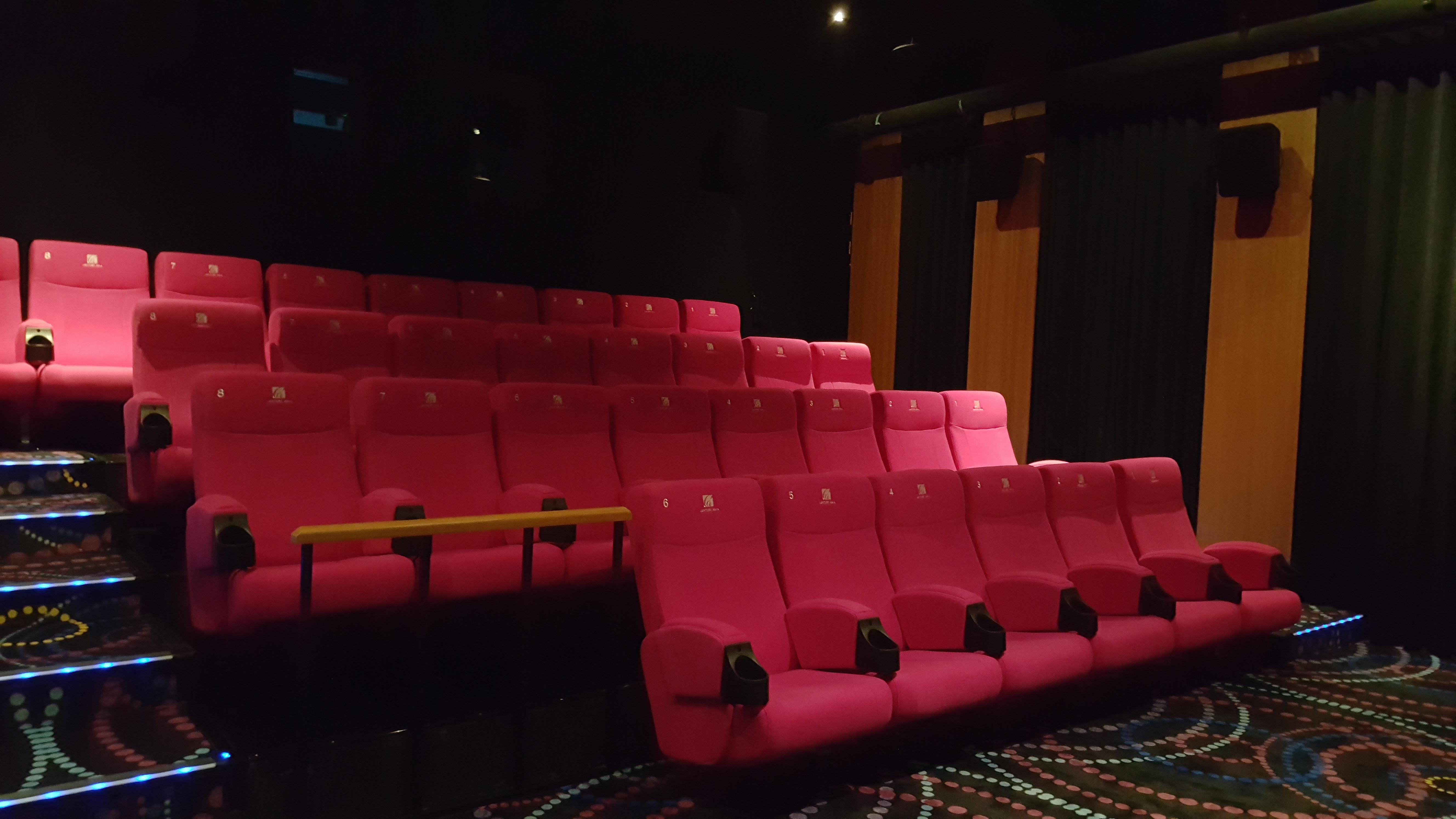 12樓桃紅座椅